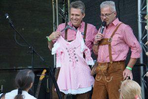 Die Moderatoren Jörg & Lothar...Dirndl gefällig?
